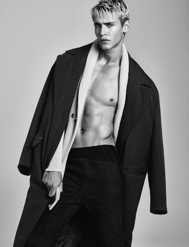 Oliver-Stummvoll-2016-Editorial-Attitude-Magazine-Versace